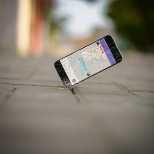 iPhoneの画面が割れちまった!!修理はいくらでどのくらい?今一度iPhoneでいいのかを考える