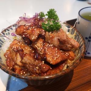 黒豚丼 タレがご飯にも 美味しかった😍