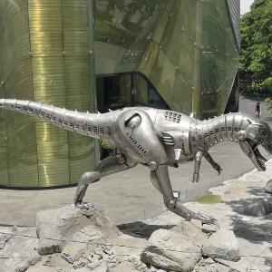エンバシーの恐竜 BTS プルンチット駅直結