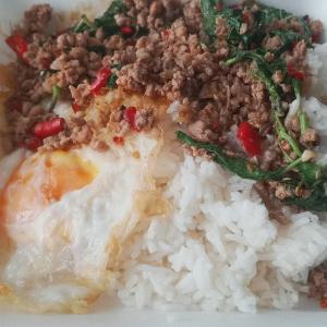最近のタイ飯 Recent Thai food 屋台で買って来ます