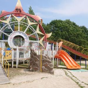 太陽の複合遊具が有名【焼山公園】本格的ラジコンコースも完備