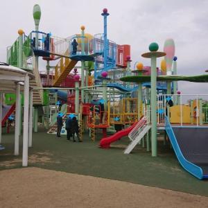ド派手な遊具が人気の公園【エフピコアリーナふくやま】