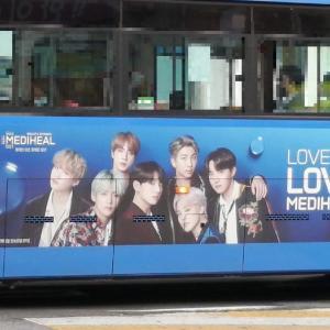 街で見かけた有名人(バス広告)