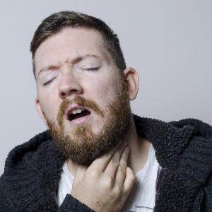 お酒を飲んだ後、喉に違和感が・・・テキーラ ショットで喉痛い!それやばいかもしれませんよ