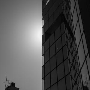 526歩 モノクロ散歩 街の光と陰 編