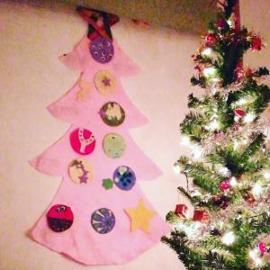 幼児でもOK、フェルトのクリスマスツリーに飾り付け felt xmas tree for toddlers and above