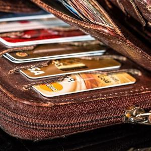 長財布と二つ折り財布のはなし