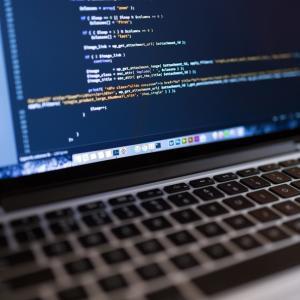 無料で学んで未経験からプログラマーになれる!完全無料の就職支援をしてもらおう