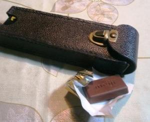 拝み合わせ縫いで革製チョコレートケースを作る ~型紙付き~