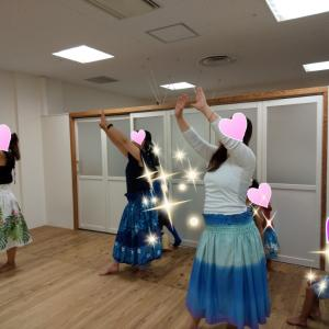 フラ体験講座は、綺麗な『Hanalei Moon』でした(^^)