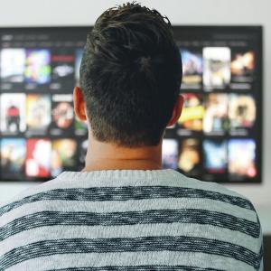Netflixより多い?無料で!映画やドラマ見放題!【2019】