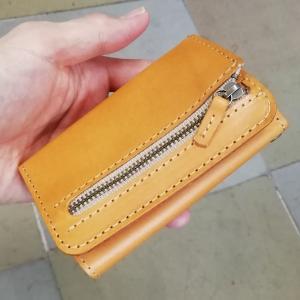 財布にもなるキーケース「WALKEY」色変更