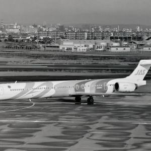 """日本エアシステム MD-90 """"JA8064"""""""