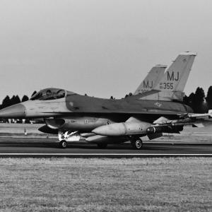 """フル装備のF-16 """"MISAWA JAPAN"""""""