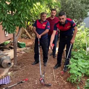 【犬猫動物動画まとめ】ADIYAMAN - Bir evin bahçesine giren yılanı itfaiye ekipleri yakaladı