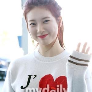 【画像4枚】韓国女優『ペ・スジ』の最新画像が届きました!<ハートのセーターでパリに出発>