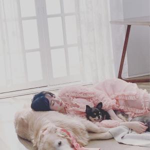 【画像2枚】女優『ク・ヘソン』愛犬とグラビア撮影!