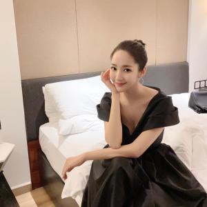 【画像6枚】女優『パク・ミニョン』黒と白のドレス姿を披露!