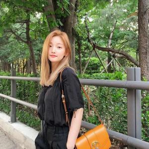 【画像6枚】女優『パク・ソダム』緑の木をバックに可愛い写真で近況報告!