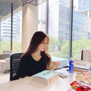 女優『シン・セギョン』インスタにスヨン(少女時代)が撮った写真を投稿!