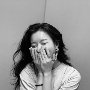 【画像5枚】女優『ハン・ヒョジュ』親しい女優仲間たちと幸せな時間を過ごしている明るい笑顔を公開!
