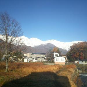 山が凄い白い朝!冬は一気に近くなりました!