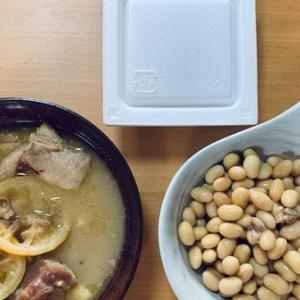 今日の糖質制限ごはん:トリもも肉のレモン煮、大豆の水煮、納豆。