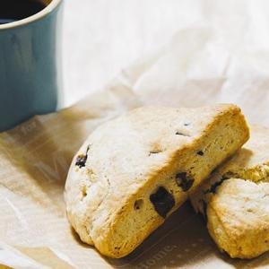 家カフェのお供!スタバ風チョコレートチャンクスコーンのレシピ