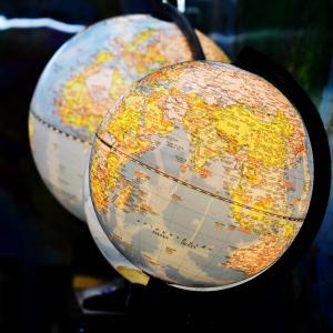 【投資信託】サラリーマンの資産運用は全世界ファンドがおすすめ!厳選2つを紹介