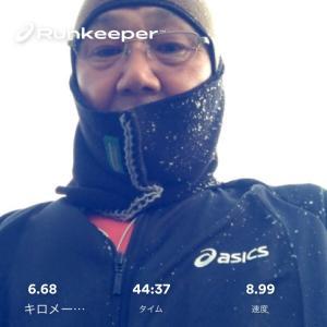 雪の降る中 ダイエットの為のジョギング