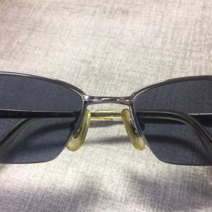 メガネにペンキが…