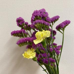 花瓶がなくても花を飾ろう。