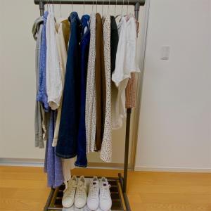 ミニマリストの夏服は14着と2足。