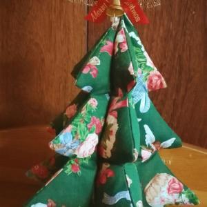 布で作るクリスマスツリー