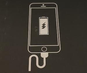 店主が買ったQi対応でiPhoneの駆動時間を伸ばすケース型バッテリー♪(^^ゞ