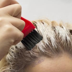 自分で簡単にセルフカラー!髪の毛を染める時のコツ