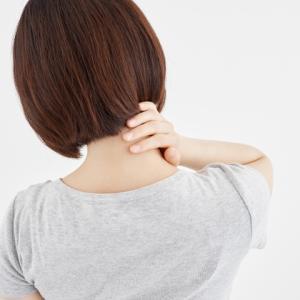 胸が大きい人は肩こりが酷い…何か解消法や対策はある?