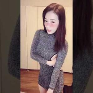 【動画】【おっぱい】乳チラ 背中が~~ tiktok #Shorts