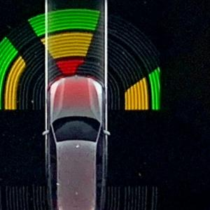 BMW PDCのソナー、バックは信じるのに前進は信じてないなぁ、なら前も鳴るかお試し