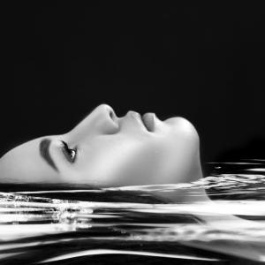 オーガニック洗顔料【ブラックソープ】でむきたてのプルプルたまご肌を実感!