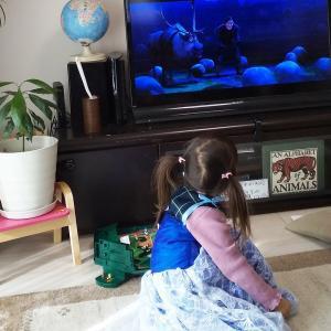 3歳女子とアナ雪。