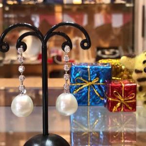 本日のお勧めは華やかな真珠のピアスです♪福岡の質屋ハルマチ原町質店