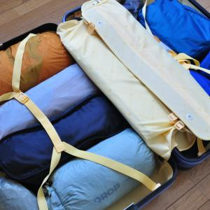 かさばるテント類の収納に! 旅行用トランクでスッキリ片付け