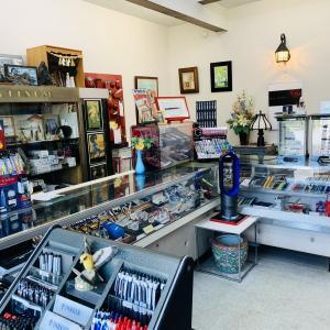 万年筆ユーザーの聖地『中屋万年筆店』と文具の宝箱『パピロ21』書くことの楽しみや、書くという行為への愛着を、いつまでも大切に。