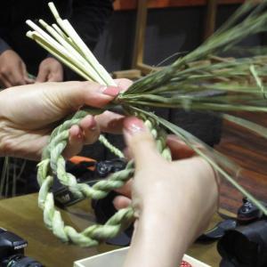 大きさ日本一!出雲大社神楽殿のしめ縄を作る「大しめなわ創作館」。しめ縄体験の様子をご紹介。