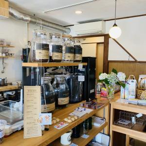 堀川沿いのシックなコーヒーショップ『LITTLE COURT COFFEE』。地道なハンドピックは焙煎へのこだわり。