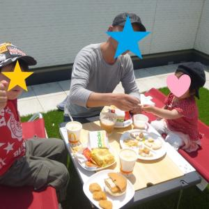 【おうちピクニック】青空の下でランチするだけで開放されます。今日は【とび家】!お手軽リフレッシュのすすめ