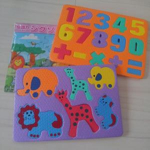【100円ショップおもちゃ選び】1歳の一人遊び。集中するのはジグソーパズルよりもお風呂のアレでした!