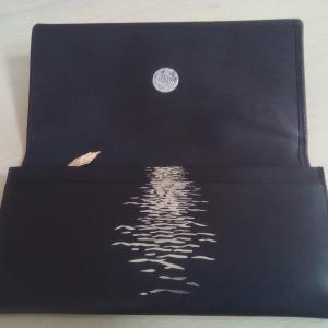 満月と海を描いたお財布を買いました