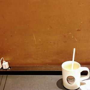 【タリーズコーヒー 新宿御苑駅前店】ピッツァ生地がもっちり食べごたえあり!居心地の良い店内でピッツァサラダをいただきます【チケットレストラン食事券 利用可!】